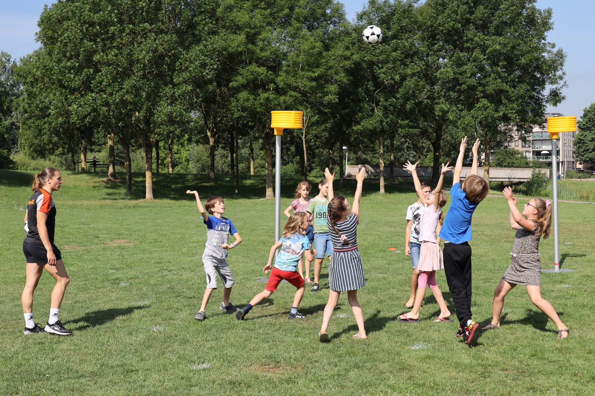 Online kennissessies korfbal op school